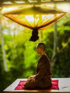 monk meditating and  suggesting that chinta karna koi samadhan nahi hai ,morale story
